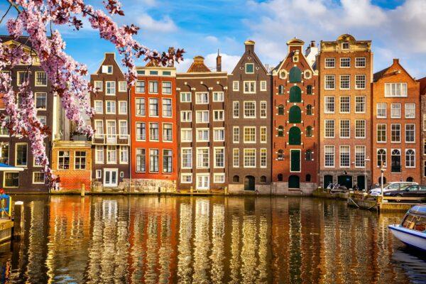 Msterdam veduta con case su canale